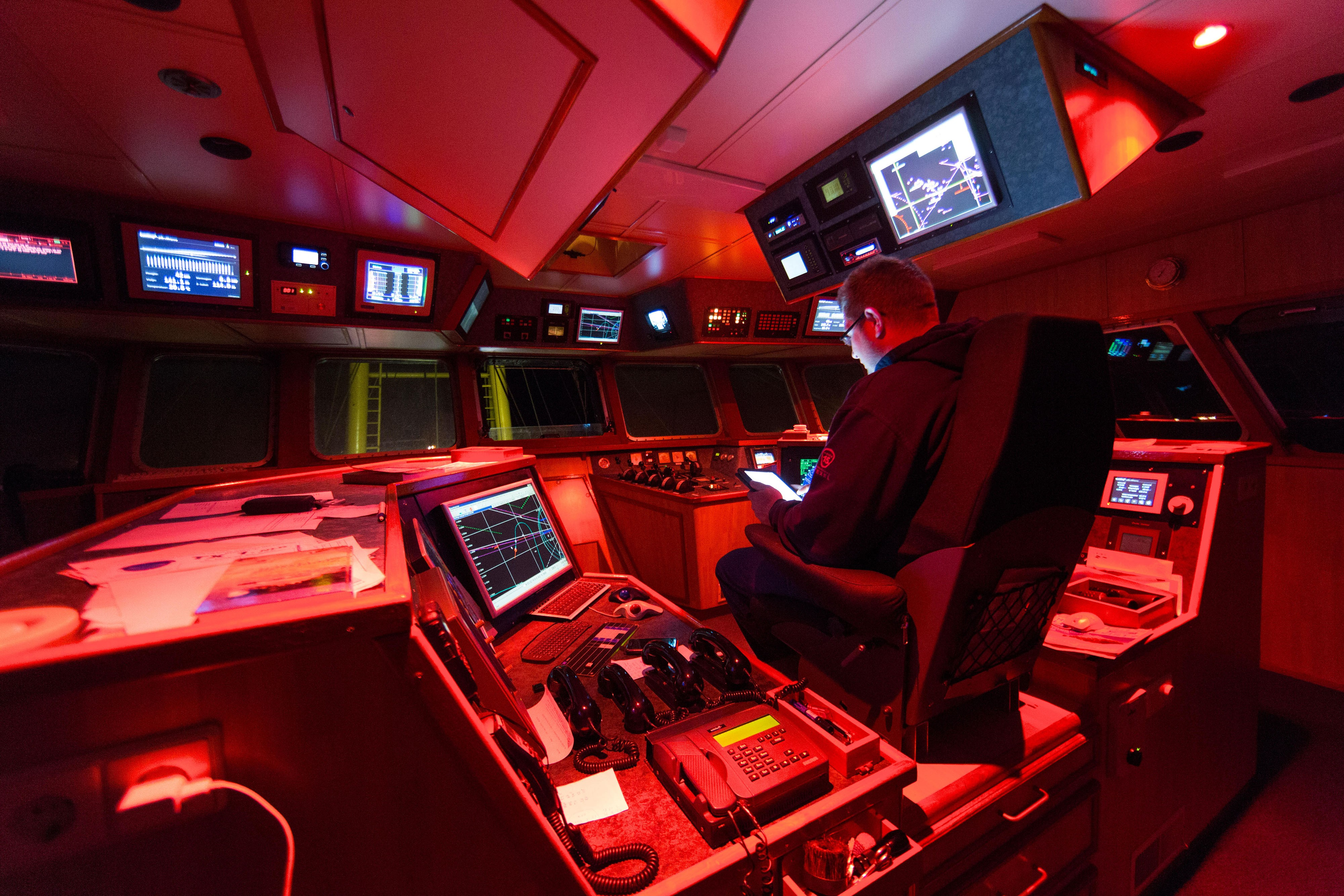 """i2Systems 3"""" Overhead White and Red Color Changing Wheelhouse Light"""